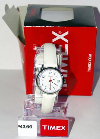 Часы Timex-T2h391, на выставочной площадке, на ней был предварительно наклеен ценник в  $43