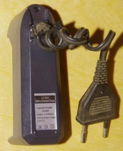 Небольшая переделка - вместо переходника на с американской евровилку прикрутил кусок провода от старого фена