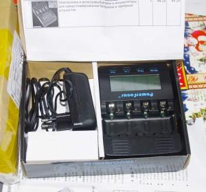 Комплектация: зарядка PowerFocus BC-1000 и сетевой блок питания